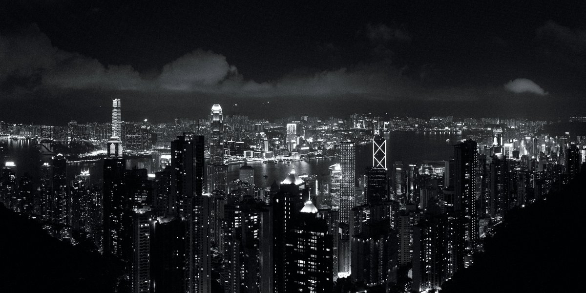 Am continuing to look at old shots I've taken to edit / re-edit.  This #panorama of #HongKong skyline was taken in May 2012 from #ThePeak, looking out to #VictoriaHarbour and #Kowloon after a bout of rain.  #Photography #BlackAndWhite #HK #VictoriaPeak #香港 #九龍 #太平山 #山頂pic.twitter.com/7fyZRgyXNh