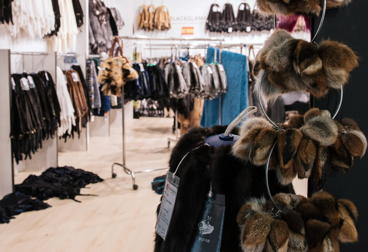 Accessories, the perfect touch . From last edition  #WhenLegacyMeetsTheFuture #KastoriaInternationalFurFair #kiff #kastoria #kastoriafurcity #fur #womenswear #fashion #catwalk #exhibition #tradeshow #tradefair #modellife #staysafe #stayhome #memories #memoriesforlife https://t.co/fDejXtXYjQ