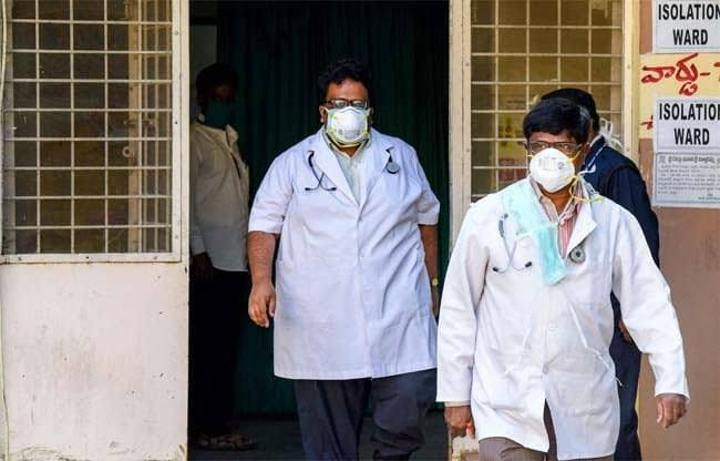 I urge every citizen of India to pray to God for the true humanity and services delivered by the healthcare staff, police staff and hygiene staff Without caring of their own health and rest. #LetUsPrayForCoronaFighters https://t.co/A8fF8ZKB1b