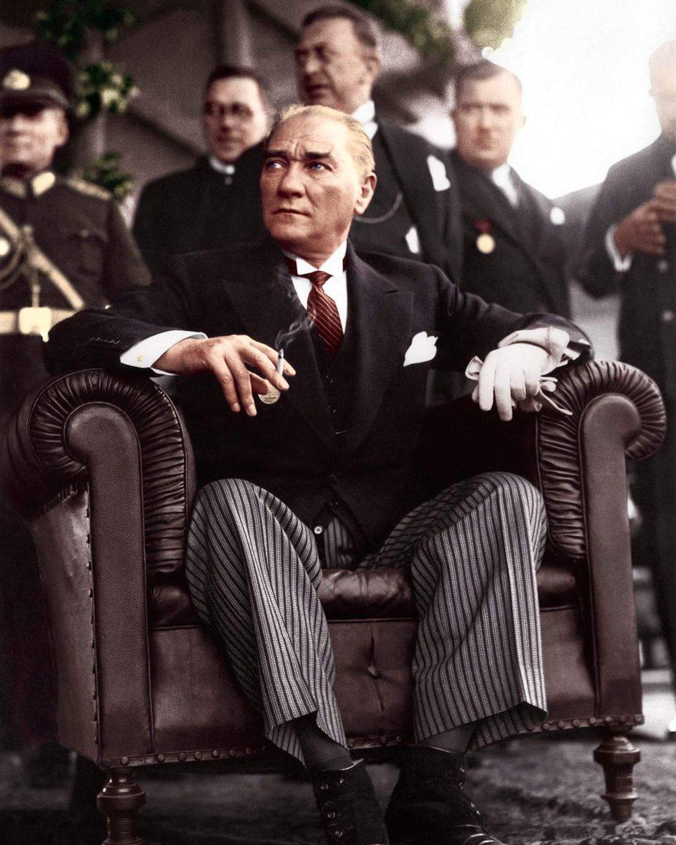 """Unutulmaz Fotoğraflar en Twitter: """"Gazi Mustafa Kemal Atatürk, Ankara Hipodrom'da geçit töreninde (Haziran 1934).… """""""