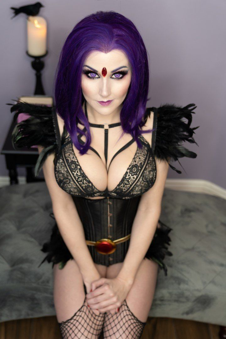 Angie Griffin Raven Cosplay