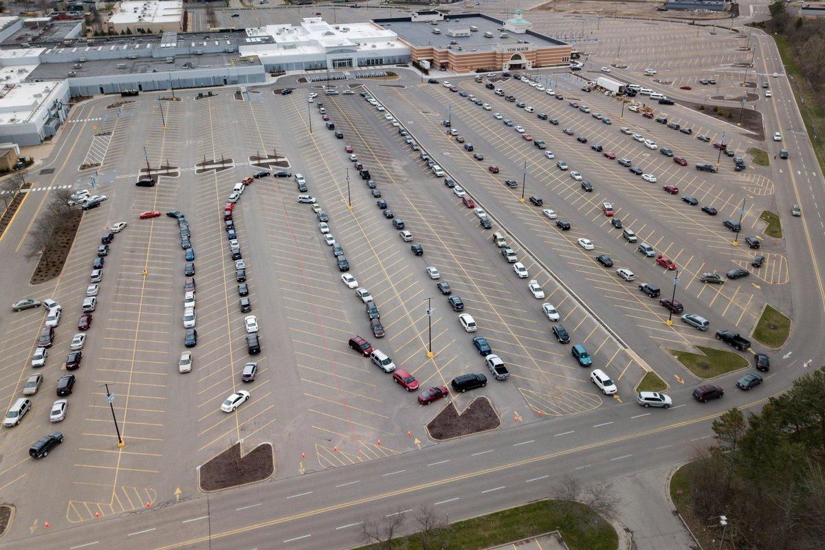 @MotherJones Minneapolis, Minnesota: Cars line up at a drive-thru food pantry. #USA #COVID19 via @MotherJones https://t.co/lldWBZAdnk