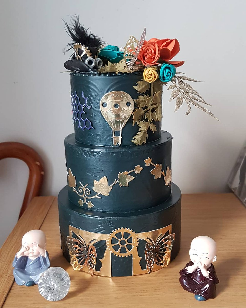 #Cake 🍰 Awesome of the Day: #Steampunk ⚙️ #Victorian-Inspired Pièce Montée #Weddingcake 💍 Made of Tin Covered in Dark Green Acrylics & Die Cuts via @twfsteampunk #SamaCake