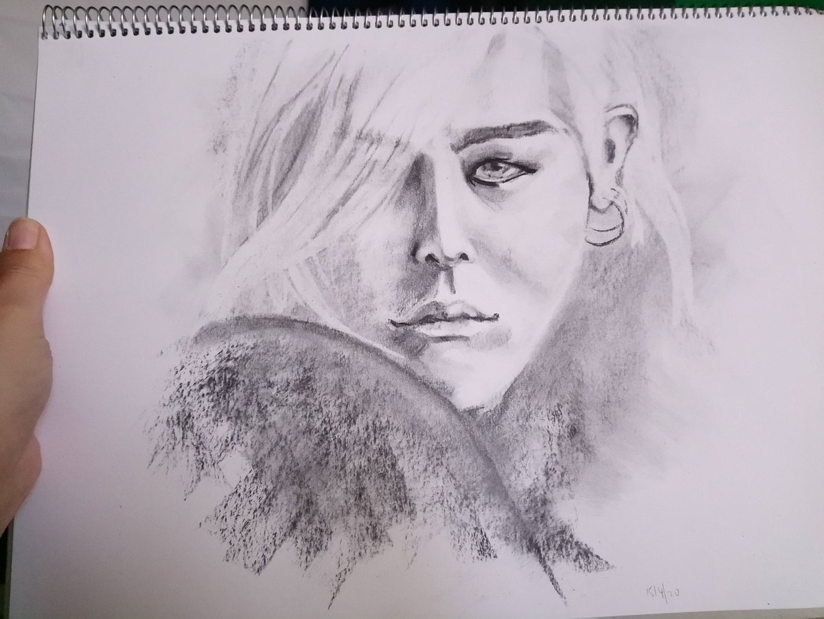 Portrait! #charcoal #facestudy pic.twitter.com/x2kUggAzzJ