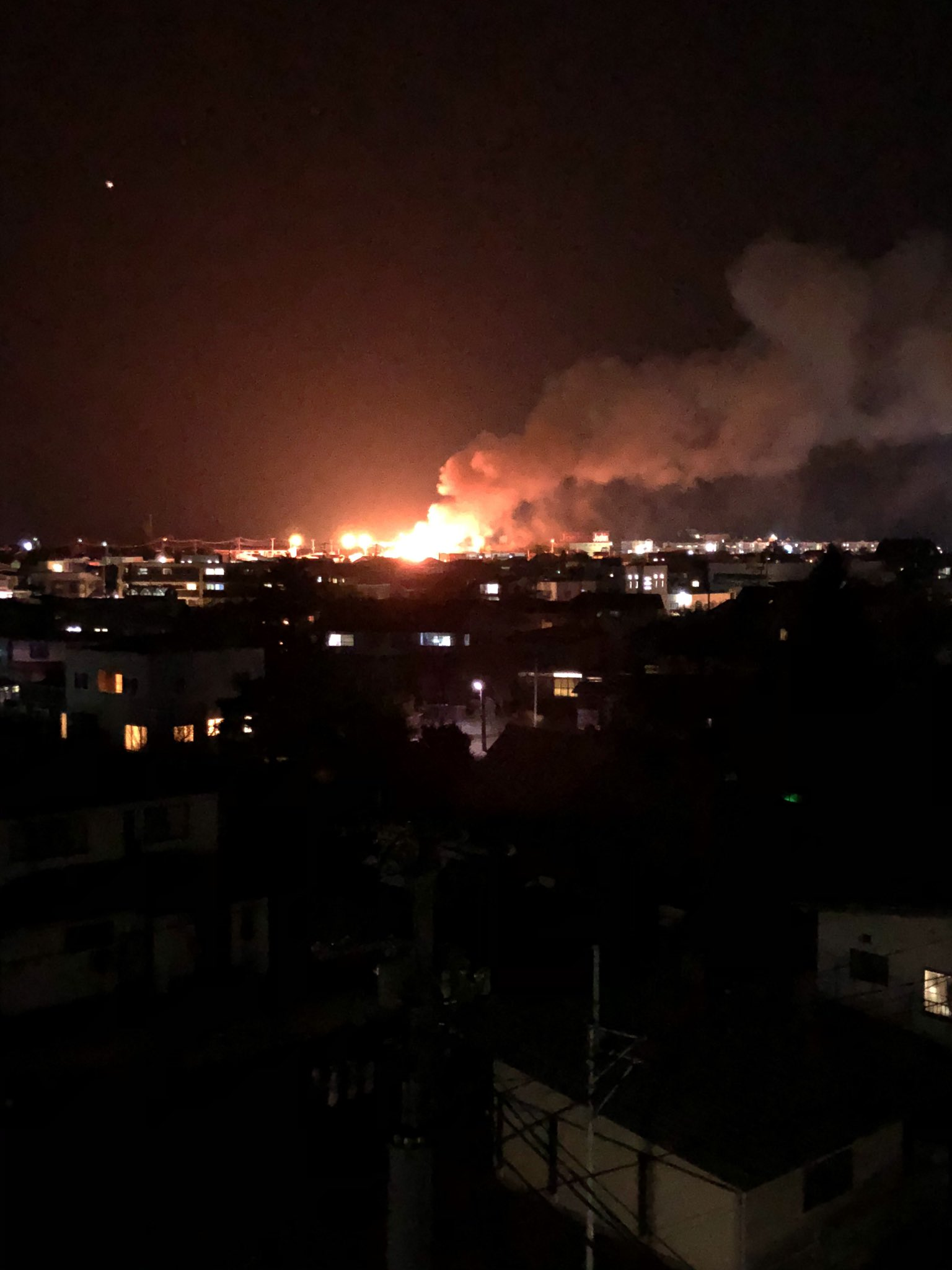 米沢市成島町で火事が起きている現場の画像