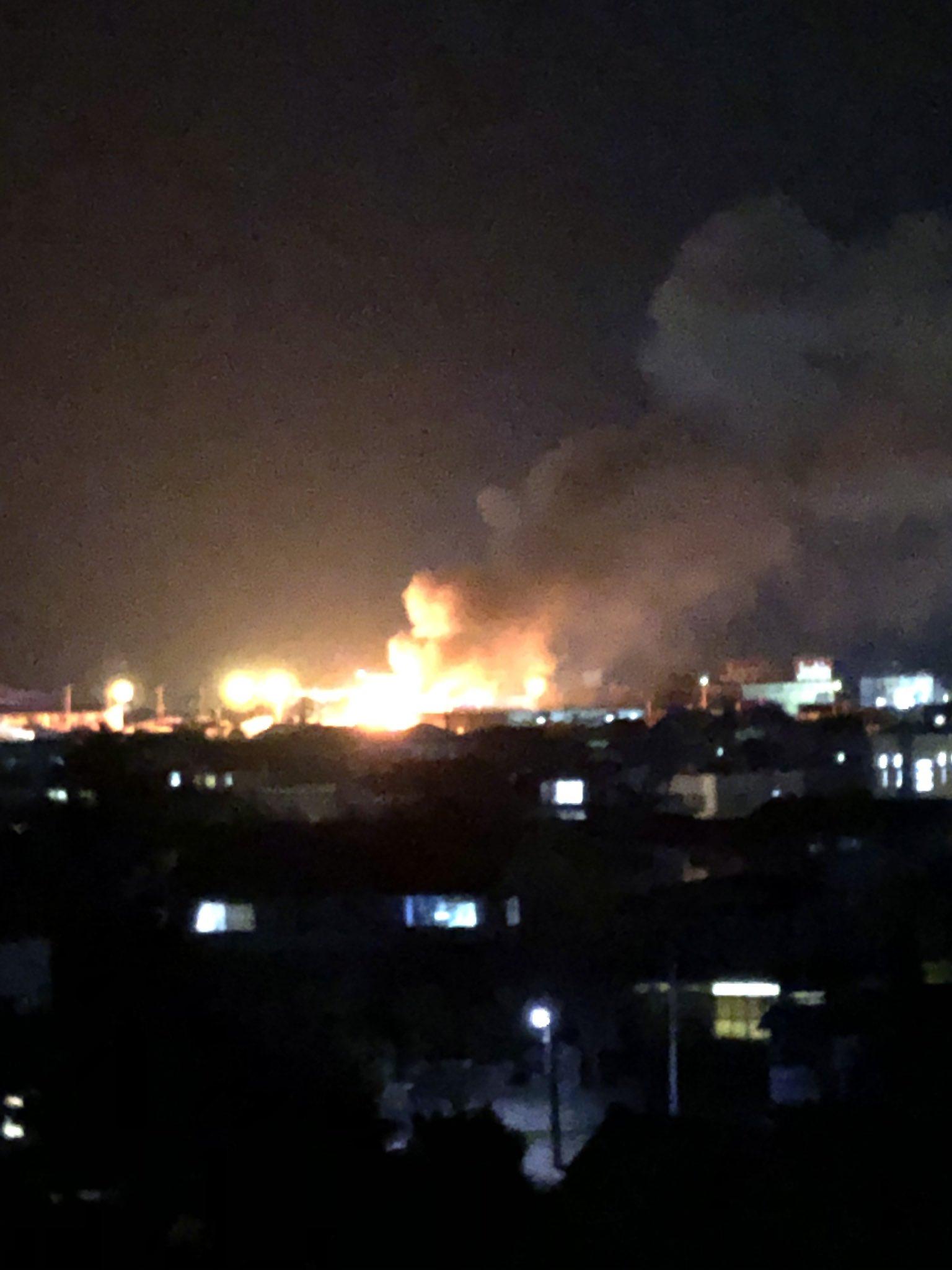 米沢市成島町3丁目で爆発伴う火災現場の画像
