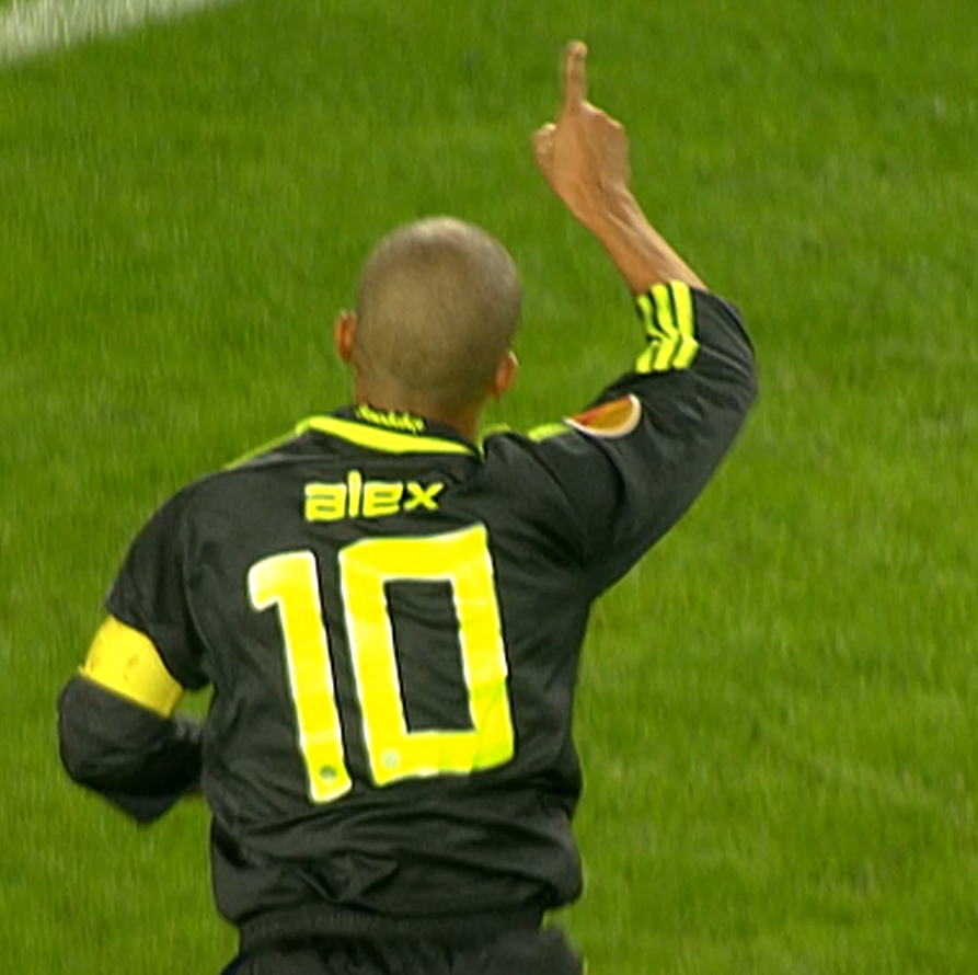 💛 Happy birthday @Fenerbahce legend, Alex de Souza 💙  👕 333 games  ⚽️ 167 goals  🅰️ 143 assists  #UEL   @Alex10 https://t.co/Q7uPmekup3