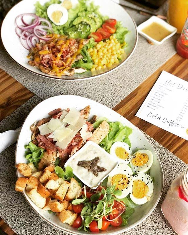 Hmmm, our last memorable meals out before shutdown...  1. Budda Bowl #MintActive  2. #Marlin Pepper Steak  3. Platter One #Piatto 4. Tacos at #Cantina  5. #Twaala Matebeto 6. Santorini's, Rhodes Park 7. #RoyalDil Butter Chicken/Naan Bread  #Zambia #restaurants #Foodie #lusakapic.twitter.com/cguFoGE2v3