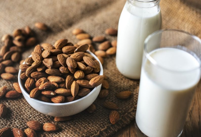 Try almond milk for happier skin! A healthy alternative to dairy milk. #nuyu  #eatbeautiful #hydrating #skinplumping #rejuvenating #glowingskin #skinfood #youarewhatyoueat #selfcare #lockdown #skincarebloggersuk #beautymag #HealthyAtHome #thursdaythought #beautytipspic.twitter.com/QqqpEolrhD