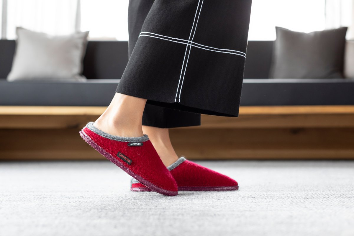 Your Next Slippers - Choosing your next slippers is a real important task. Whether you are looking for a house shoe to wear or wool slippers for maximum comfort, we have you covered. After all, there is no better time to upgrade your wardrobe. https://t.co/ds3KdsP1rC https://t.co/qz8mfnODKr