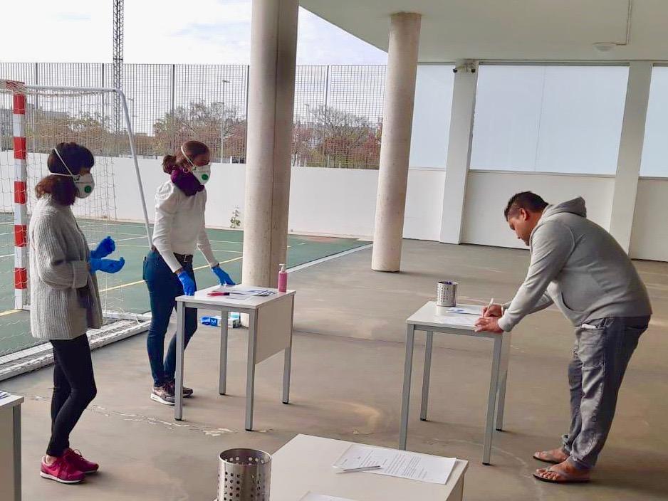 Seguimos comprometidos con los menores de los Centros #FundaciónRafaNadal.  En #Palma, hemos entregado ayudas económicas destinadas a la adquisición de productos de alimentación e higiene 🍎 En #Valencia, han recibido un kit de material escolar 📝 https://t.co/DkmYe2GYfV https://t.co/syj2F5pYuB