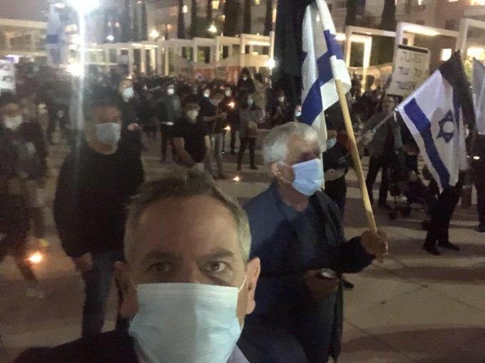 """""""Una demostración muy fuerte ahora en la plaza. Luchar contra la corrupción. Luchando por la democracia"""". El texto que adjuntó Horowitz en su publicación"""