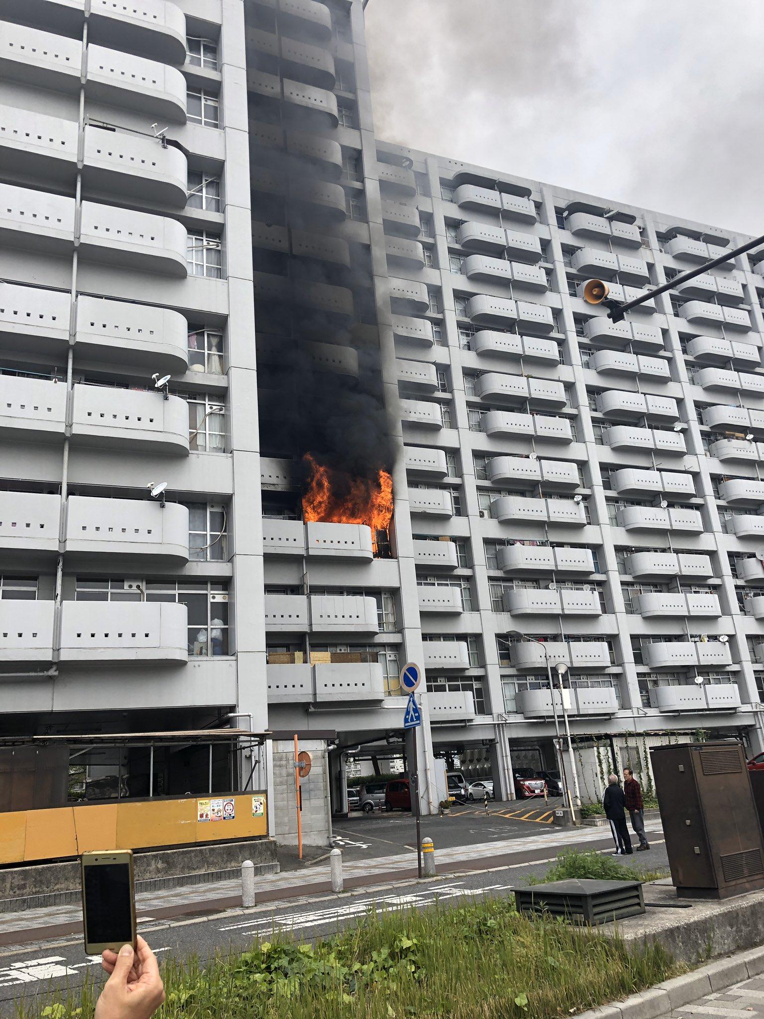 白島町の県営アパートで火事が起きてる現場の画像