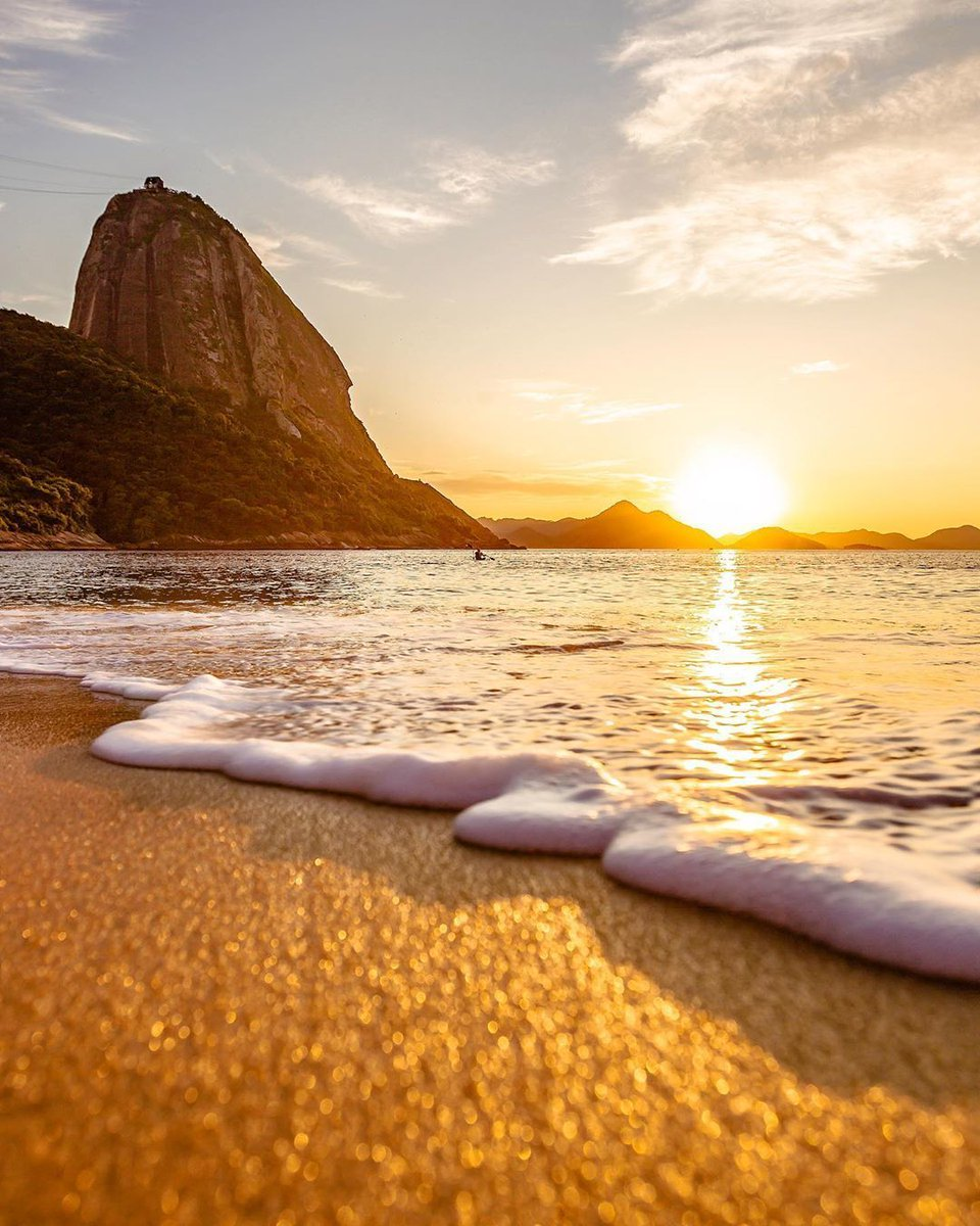 Bom dia (good morning) Rio!   May we never lose our hope for better and brighter days!   : Raphael S.  _ #RioDeJaneiro #Rio #RJ #PraiaVermelha #Urcapic.twitter.com/5ohTEwnQel