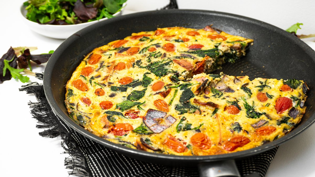 Get a little creative with breakfast this weekend with this Cheesy Bacon & Spinach Frittata dish. After a recipe that includes all your fridge essentials? This is it   Grab the full recipe here:  https:// hubs.ly/H0pCgGT0      #WeekendBrunch #Keto #Eggs<br>http://pic.twitter.com/LuXd2T64rn