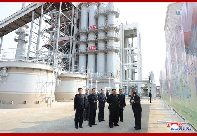 انباء متضاربه عن وفاة زعيم كوريا الشماليه  EW-9h-aUMAE3hIF?format=jpg&name=small