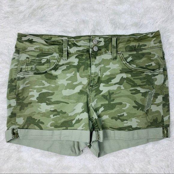 So good I had to share! Check out all the items I'm loving on @Poshmarkapp #poshmark #fashion #style #shopmycloset #soautentic #bebe #oldnavy: https://t.co/ZVxVqOs676 https://t.co/AheV45jkgr