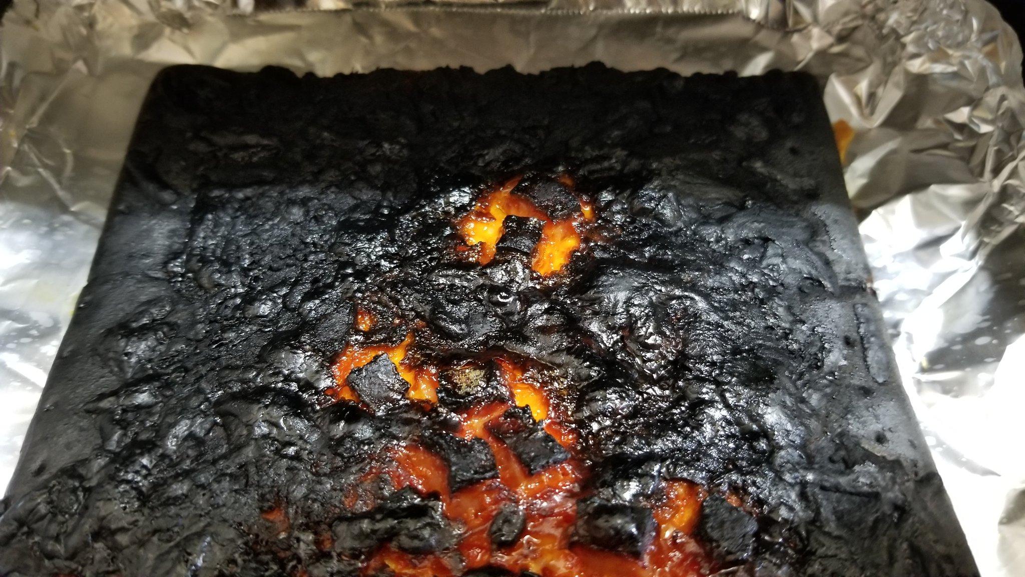 これは本当にピザ?ピザを作ったはずが溶岩が出来上がるwww