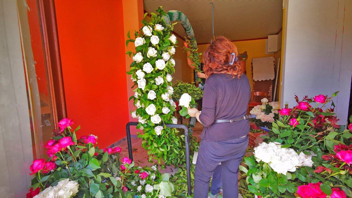 #spring #flowers #May #nature #Greece  RT @amna_news  Και να μην  ξεχνιόμαστε, αύριο είναι Πρωτομαγιά. Mαγιάτικο στεφάνι κ ανοιξιάτικη εικόνα στο #Nafplio κ μια τεράστια καρδιά στην #Athens  (pics Ε. Μπουγιώτης, Π. Σαίτας)pic.twitter.com/EIbI8vY1dj  by Kyri Christodoulou