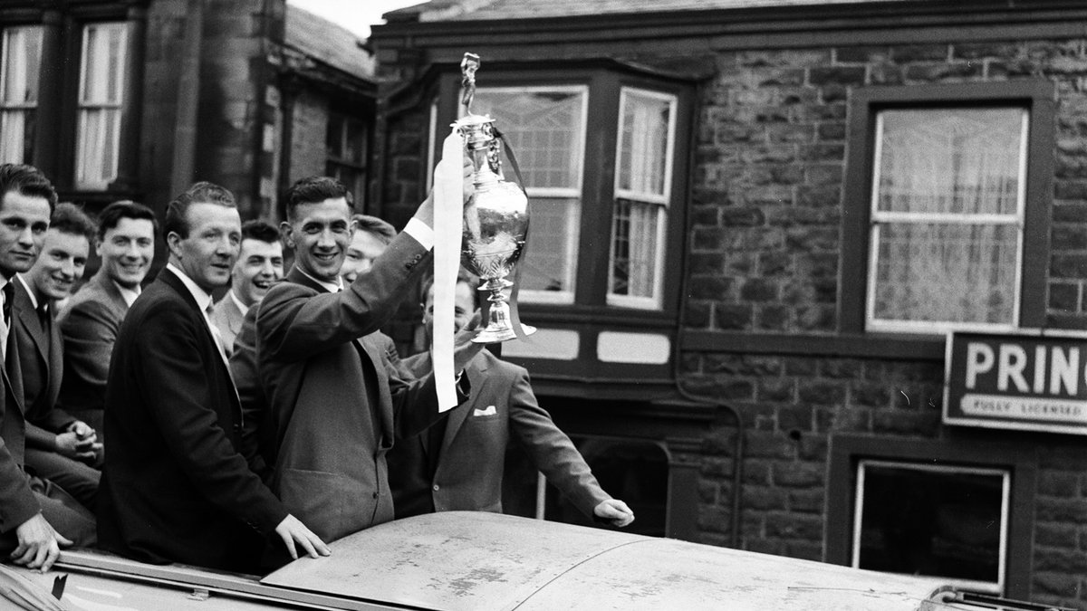1960 and 2016 🤝 Having to wait to life the trophy...