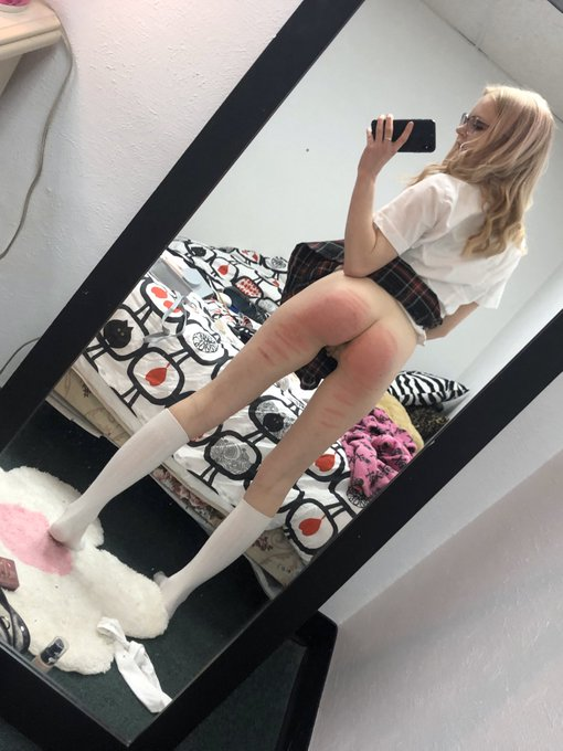 2 pic. •RT if you've ever fantasized about spanking my bare bottom😇  •Comment if you've spanked me and