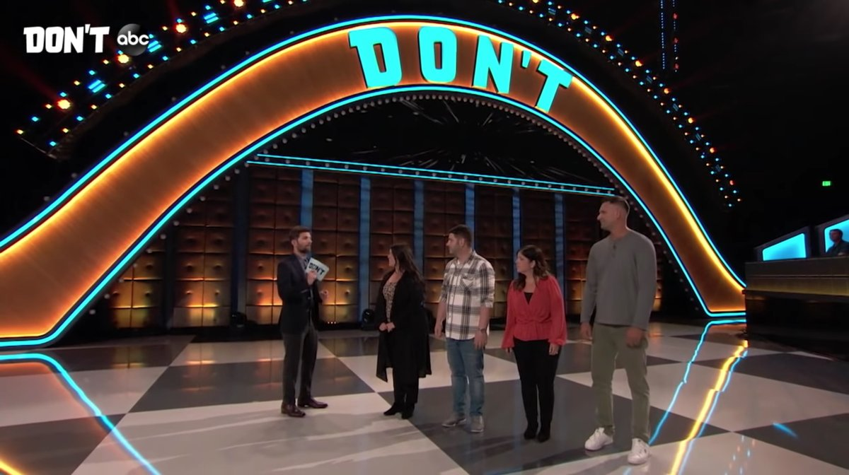 #Dont, ABC's summer game show from Ryan Reynolds and Adam Scott, will award participants a $100,000 for doing absolutely nothing https://bit.ly/2xmoCxBpic.twitter.com/AtYfVyW5b9