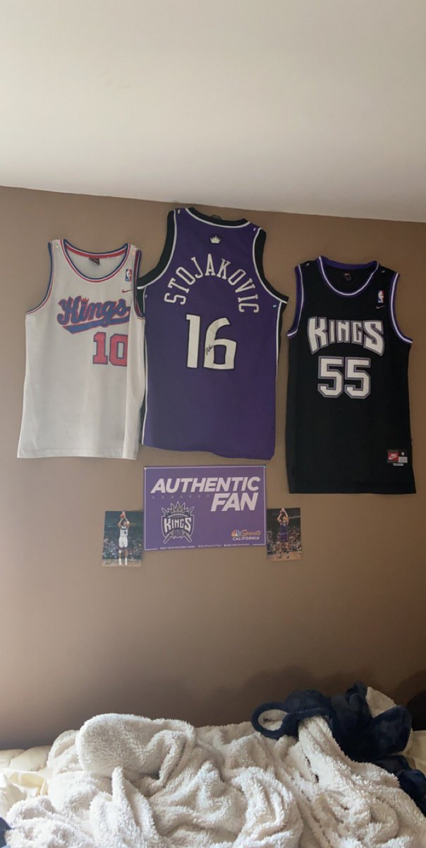@SacramentoKings My Prized throwback jersey signed by Peja, and hat signed by those like @GrantNapearshow @bgoodvlade, Brad Miller, Jerry Reynolds, and @SlamsonTheLion https://t.co/voP91hZSGp