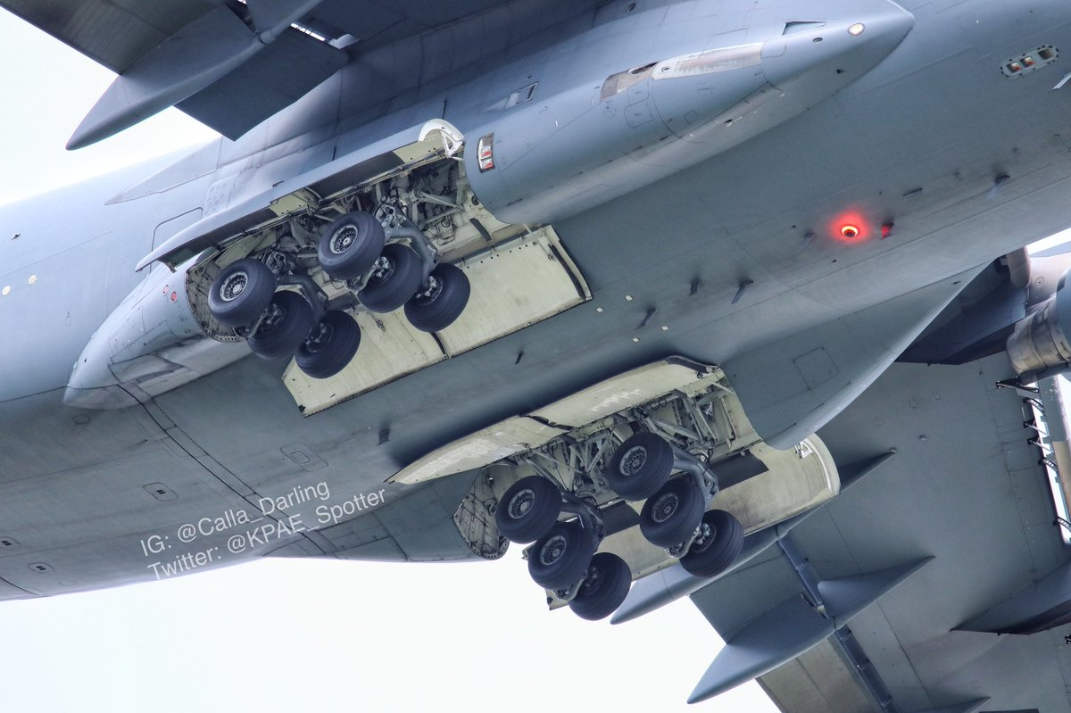Close look of a US C-17 landing gear compartment