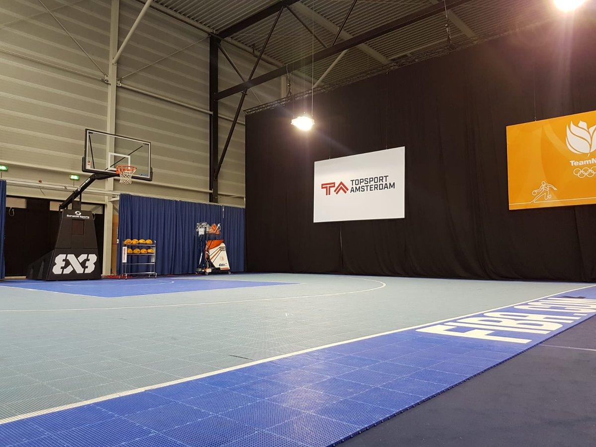 🏀| Alles wordt in het @FOSAmsterdam in gereedheid gebracht zodat ook de 3x3 basketballers weer kunnen beginnen met trainen!  Het basketbalcourt ziet er in ieder geval goed uit.  #WIJZIJNTA https://t.co/FNFgOpFeBk
