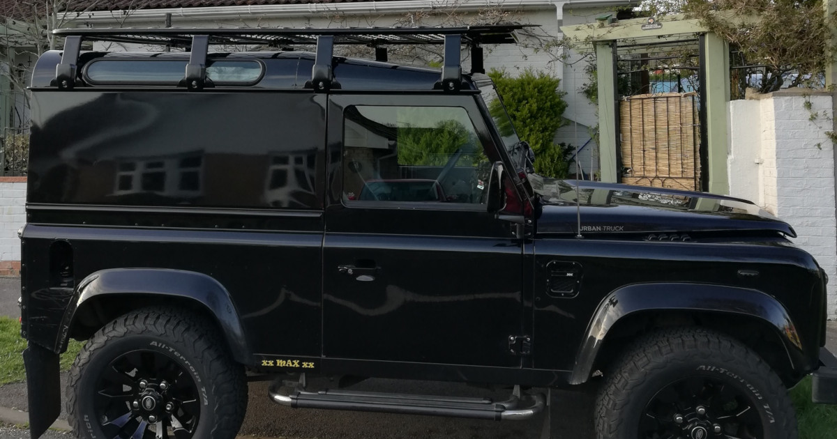 #CAROFTHEWEEK; a fantastic super cool #LandRover #Defender90. Looking amazing with our #Expedition Aluminium Flat Roof Rack.  https://t.co/2RRHu3pP8j  We have many variations of #RoofRacks available in steel and aluminium. Keeping your load safe and secure. #camping #outdoorlife https://t.co/YuVxTCxUbH