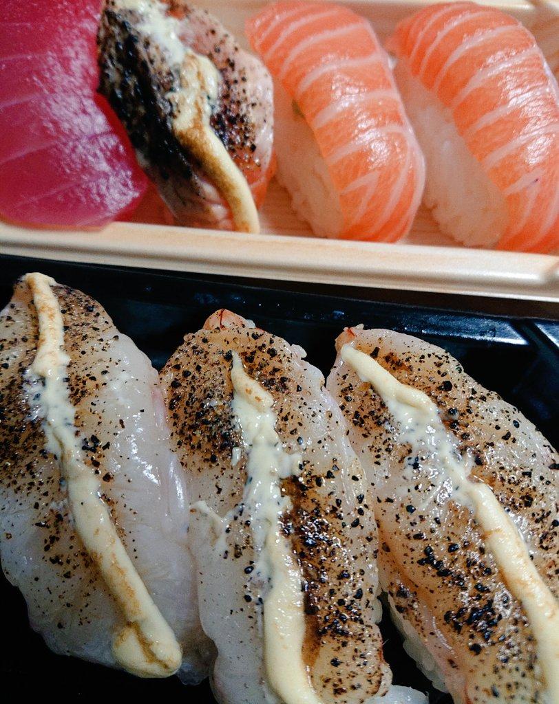 今日は娘も私も食べたくなってお寿司😋🍣久しぶりで美味しかった😍そして今夜はめちゃくちゃ久しぶりにDMM英会話を予約した!一度忙しくてやめちゃったけど、今海外の人達はどうやって過ごしているのか聞いてみたいと思って✨毎日休まず受けられるように頑張ろう🤗