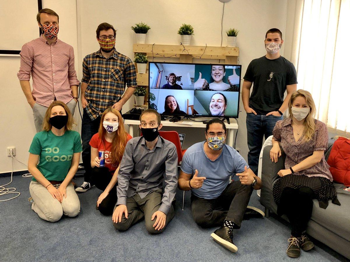 #unihackcz organizační tým po dopolední Opening Ceremony prvního on-line #covid univerzitního hackathonu https://t.co/TVC5ETe4Au 😷👨💻👩💻🚀 https://t.co/lx7xMI7CTY