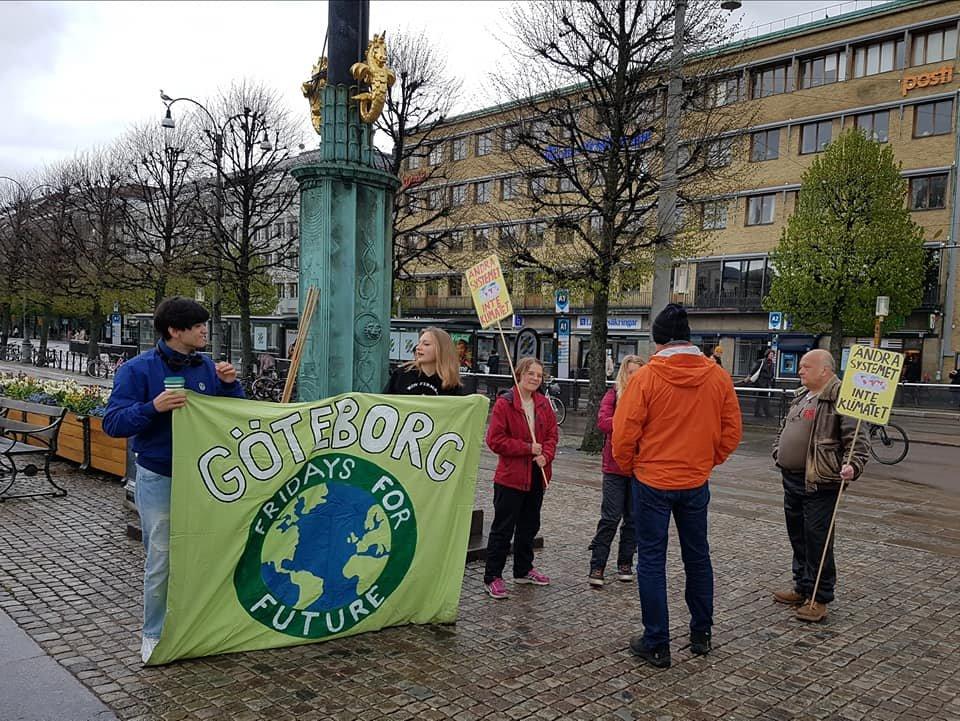 #FridaysForFuture Göteborg #klimatstrejk 1a maj 2020! Många strejkar ochså digitalt som varje vecka. Det finns inga jobb på en död planet! Klimatkampen är en rättvisekamp. @KlimatsamlGbg @FFF_Sweden @Fridays4future