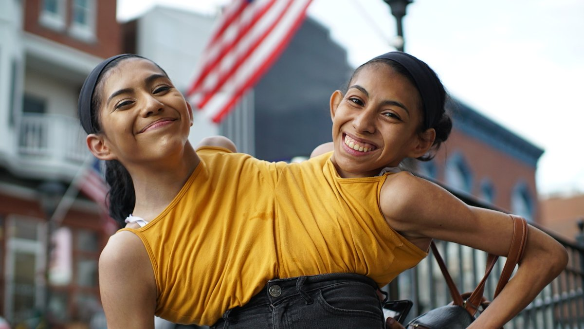 Just announced 📣 Barcroft Studios (@Barcroft_TV) have been commissioned to produce inspiring conjoined twins film for @Channel4, Two Sisters One Body. Read more here: channel4.com/press/news/bar…