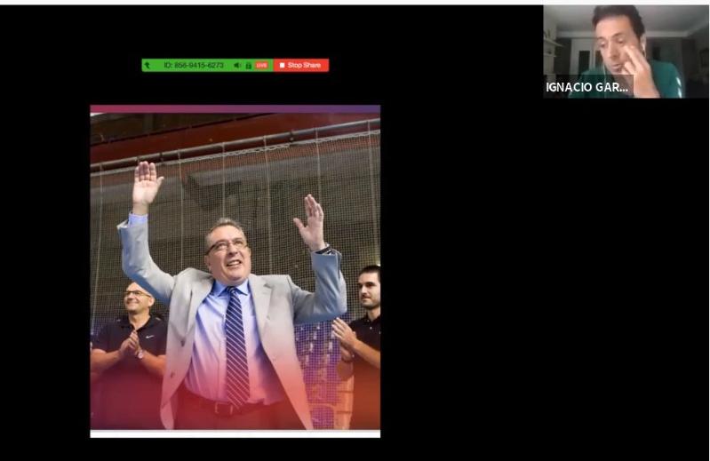 """#Ref40tine I Ya en marcha """"El arbitraje no para 2.0"""" en el Youtube de la @Fbmcv   Una jornada de formación que ha arrancado con un emotivo homenaje por la pérdida de Salvador Canals.   Delegado del @FCBhandbol (2001-2012) y miembro de la Comisión Deportiva de la sección. DEPpic.twitter.com/b3t1S6vmxU"""