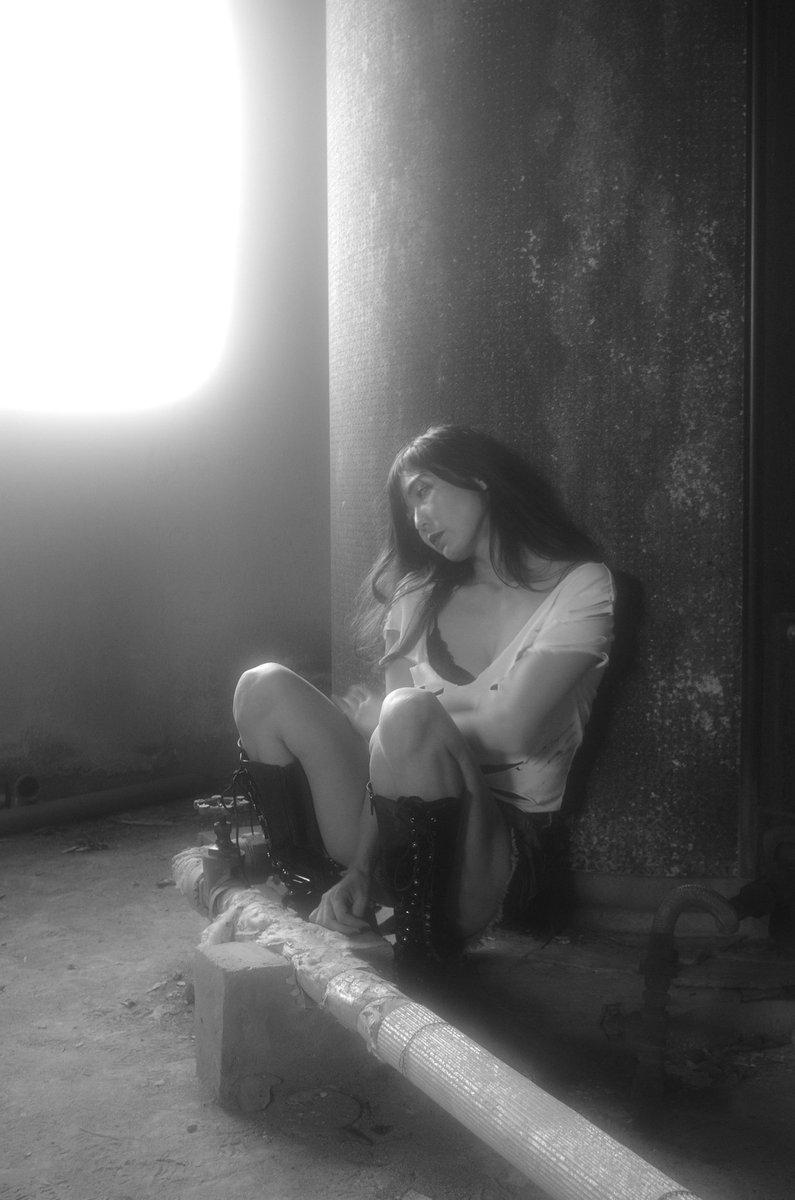 同じく既出のポトレから  2019 5/2 廃墟ポトレ撮影から。  モデル yukiさん  #ポートレート #portrait #monochromeportrait #人物撮影 #monochromephotography #monochrome #デジ一眼 #pentaxk5iispic.twitter.com/qm8Z7tl76M