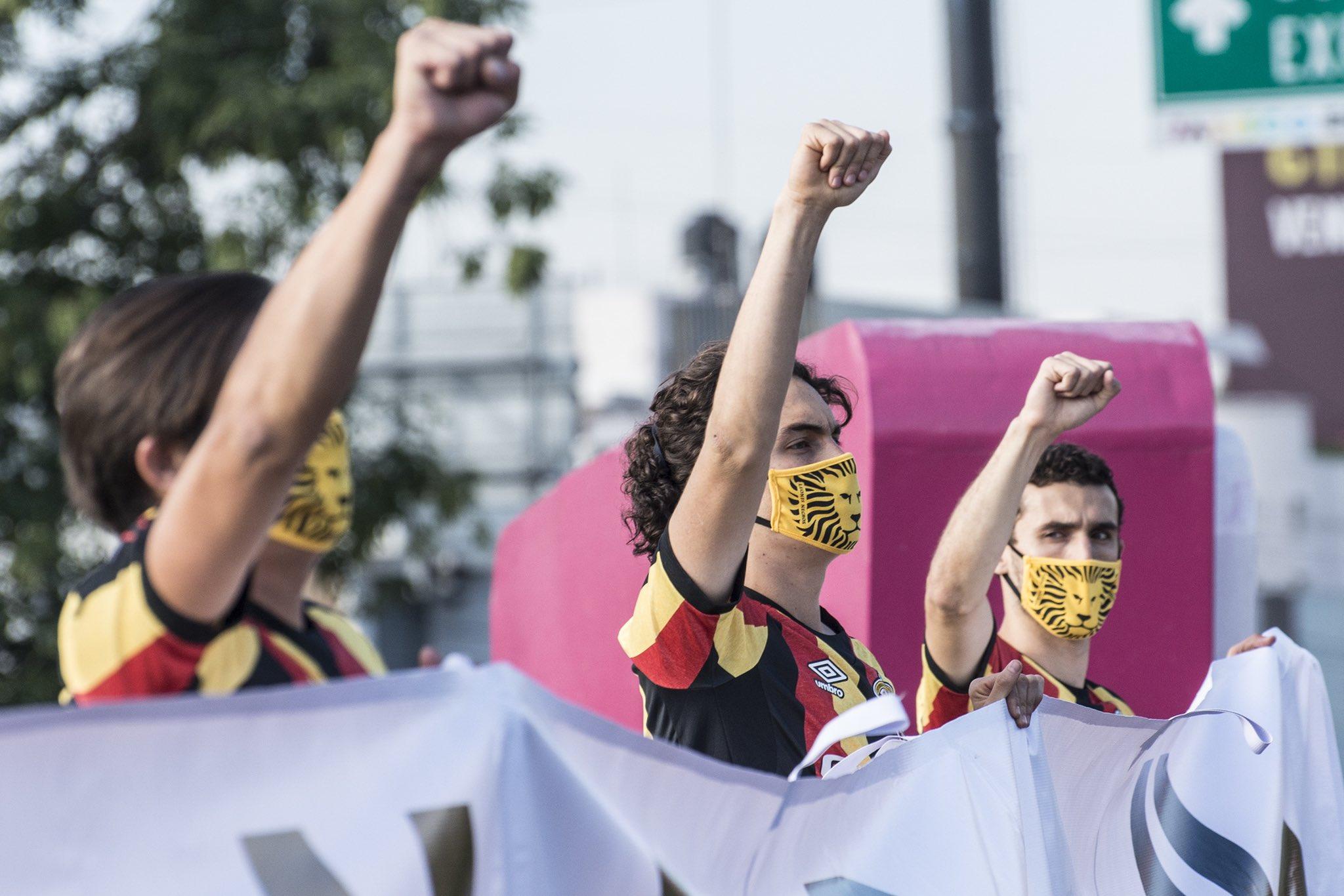 Leones Negros protestan en la calle por suspensión del ascenso pese a recomendación de las autoridades