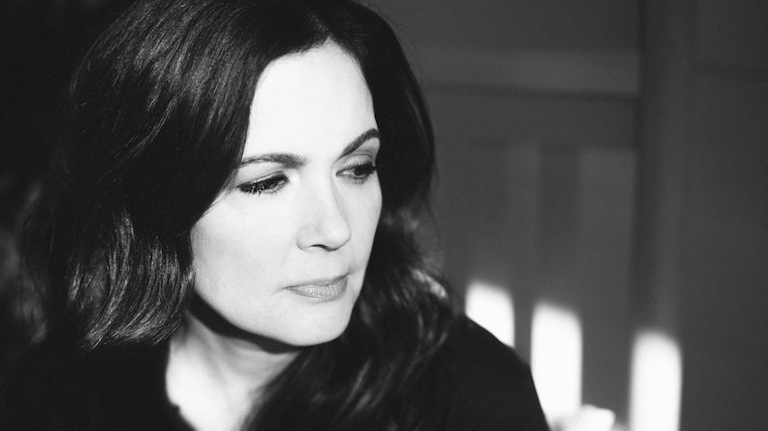"""Veteran Americana singer/songwriter @LoriMcKennaMA has announced a new album out in July. Listen to lead single """"When You're My Age"""":"""