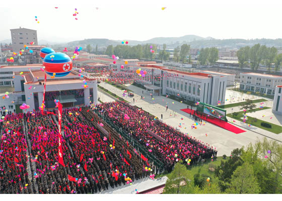 Ким Чен Ын умер и принял участие в открытии завода