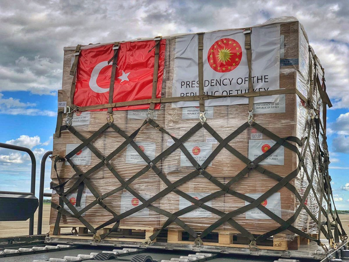 Today, a second Turkish military aircraft arrived at @Andrews_JBA, delivering additional medical supplies to our American friends. We stand in solidarity with our @NATO Ally in efforts to combat #COVID19.  🇹🇷 🇺🇸 #StrongTurkey #WeAreNATO #StrongerTogether