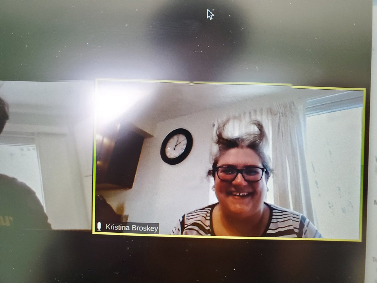 #zoommeeting this is what an afternoon Zoom meeting looks like on Friday's!!! #shesmybestie #afternoonhairdontcare #fuckcovid19pic.twitter.com/37N3aRkVw0
