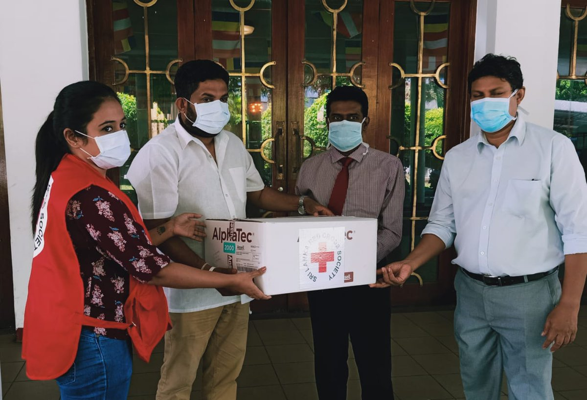 Today the SLRCS handed over PPE kits to the Deputy Director of the Colombo General Hospital, Dr Chandana Gajanayake, to support our medical professionals combatting COVID19. You can also support this campaign by contributing to: https://t.co/4KcSaudHn1 or https://t.co/VoDGq5c23y https://t.co/CJHbuGs4CO