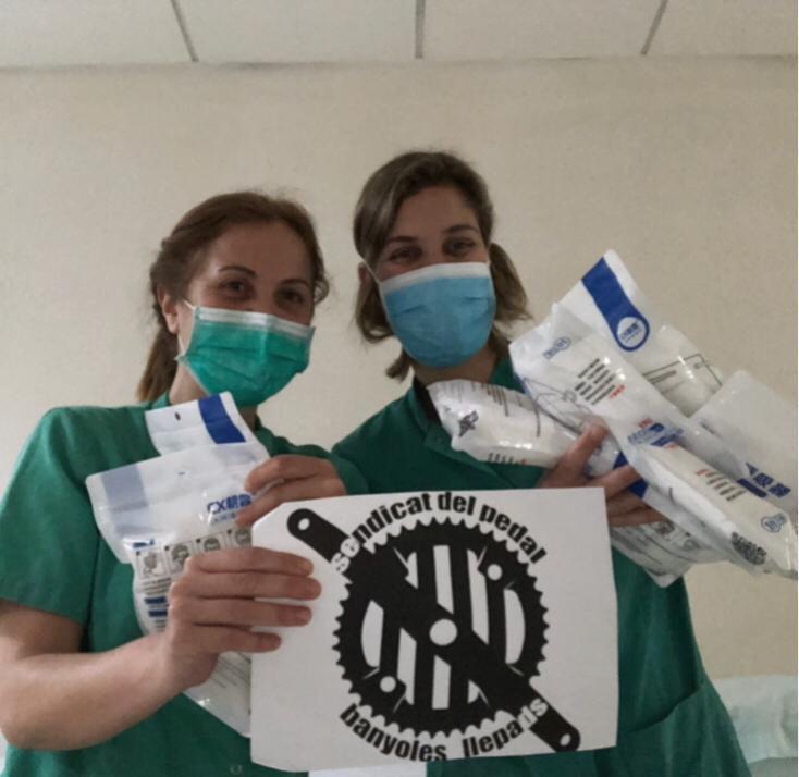 Amb els diners que ens vareu ajudar a recollir, avui entreguem mascaretes a la clínica Salus Infirmorum de Banyoles. #Esperxada #SolidaritatCOVID19 #JoActuo