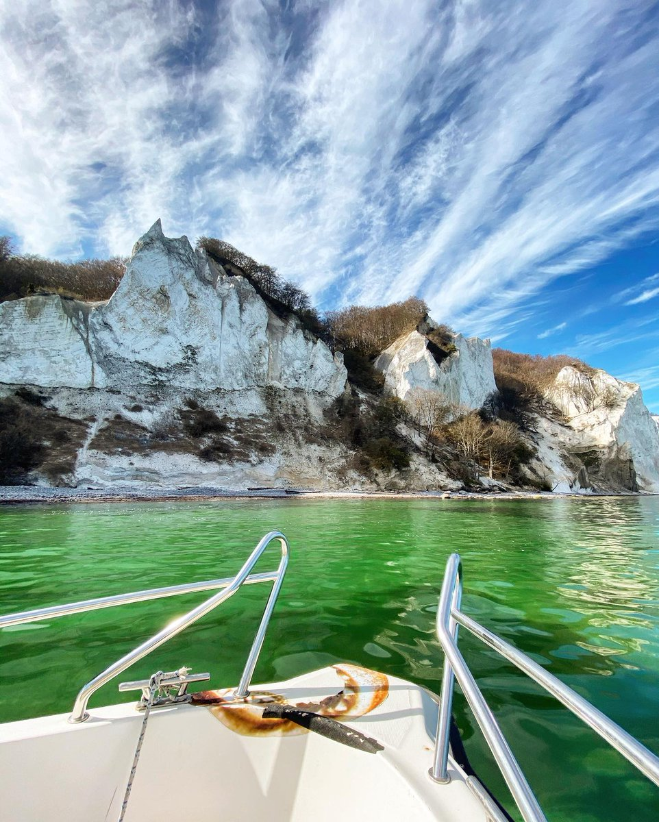 Welcome on board a boat alongside #Møn local IG/saschabendix! We hope you enjoy the view of the white chalk cliffs from the water 🚤🏞 #Denmark https://t.co/rmgPlF3Wi8