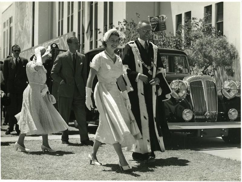 Queen Elizabeth II born on this day in 1926. Seen here in Gisborne in 1954 @BritishMonarchy @monarchynz https://t.co/g3xLAaP944 https://t.co/3JcBMT0f1F