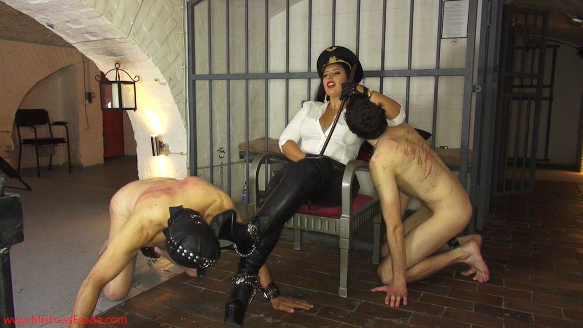 Beautiful Matriarch Ezada Sinn loves to be worshipped by Her chattels..  Buy this clip: https://t.co/vdCcqNbl58 #GoddessWorship #Ezada https://t.co/f8DceZWOvQ