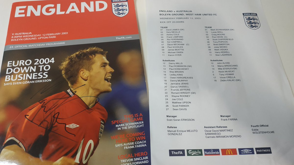 Just scored a programme for #ENGvAUS! £4, not bad. and the starting lineups have just come through <br>http://pic.twitter.com/8hq6hoIURZ