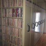 薄い本を格納するために家に書庫を作った!?