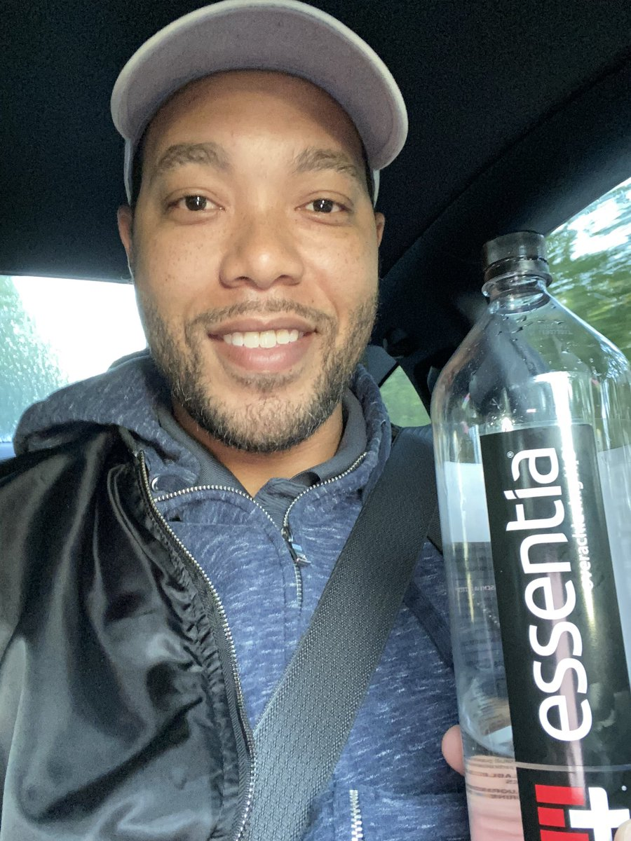 What type of water do you drink? @essentiawater is providing my hydration for today. This is the BEST water. Try it now. I'm down to my last case, maybe I can get them to ship me some. 😁 #Advertisement #Essentia https://t.co/vj7V7QC9pL