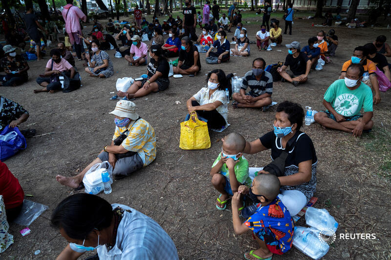 Spread out for social distancing, people wait for free meals in Bangkok. Measures to stop #coronavirus have exacerbated hardship. By @Athit_P https://t.co/KeIU9QcG0Z